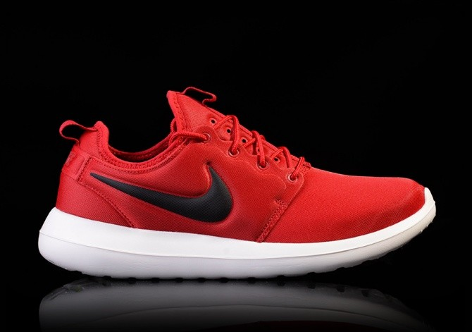 new products 01405 6f678 NIKE ROSHE TWO GYM RED price €82.50 | Basketzone.net