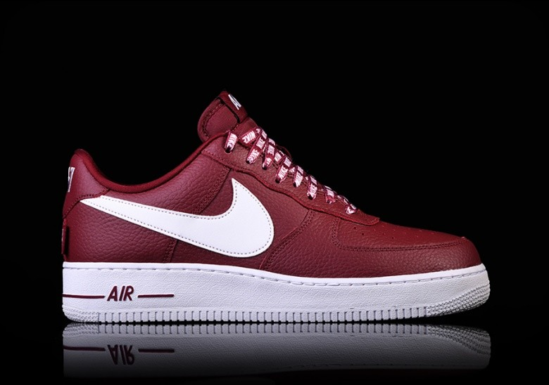 42b65f94ebd26 NIKE AIR FORCE 1 '07 LV8 NBA PACK TEAM RED pour €97,50 | Basketzone.net