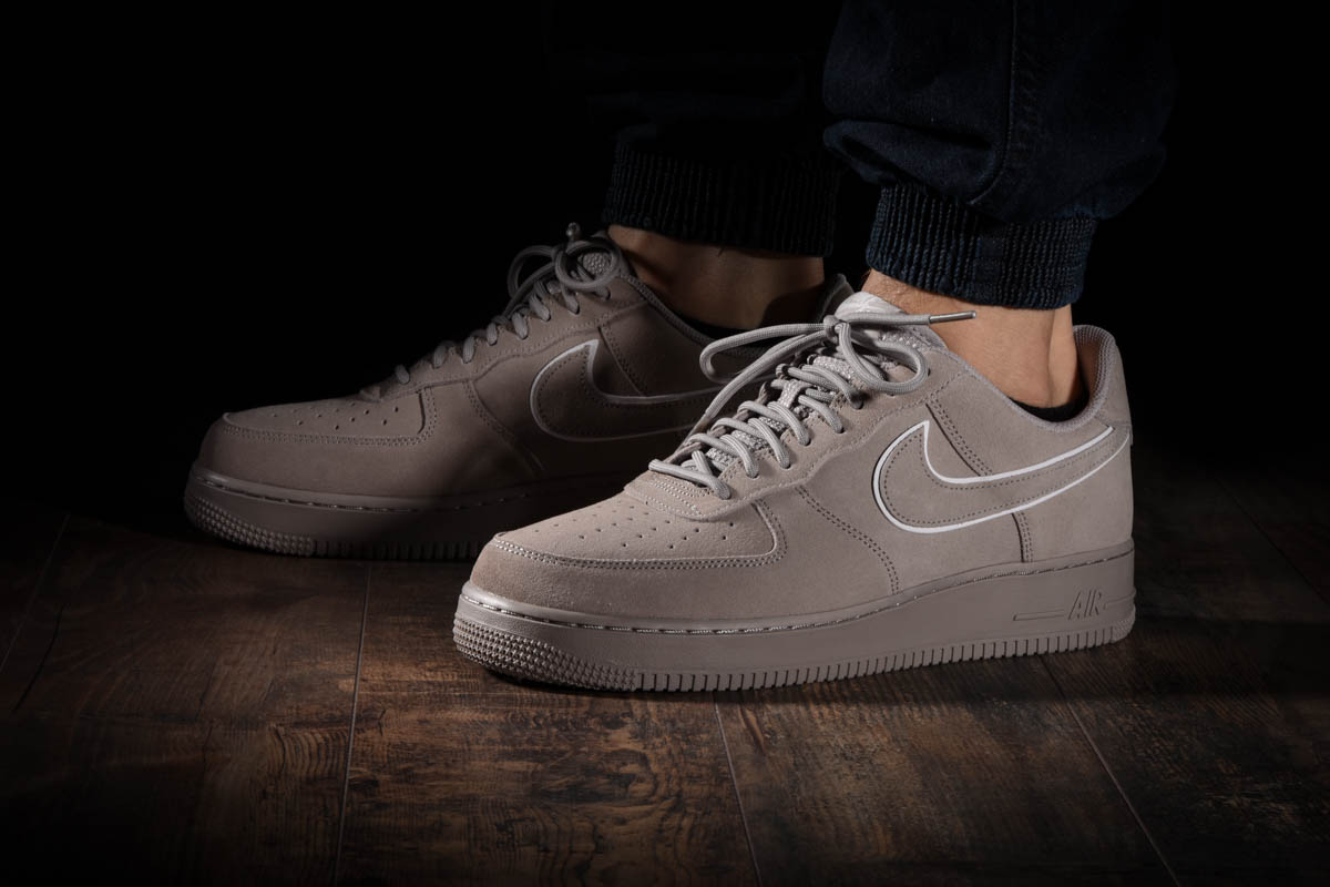 Air Force 1 '07 Lv8 Suede Suede Pack Nike AA1117 201